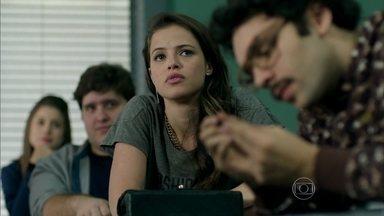 Eziel e Giovana provocam Angel - Giovana convida Angel para fazer o trabalho da escola, na casa de seu pai.