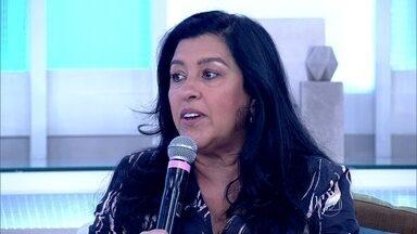Regina Casé protagoniza o premiadíssimo filme 'Que Horas Ela Volta?' - 'O bacana do filme é que ele trata de mil formas diferentes o amor', comenta a atriz
