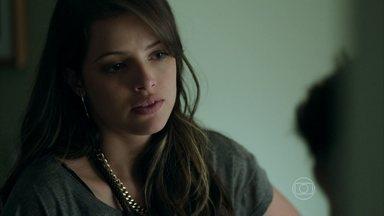 Giovanna pensa em fazer com que Alex se separe de Carolina - Anthony deixa a amante intrigada ao afirmar que mãe está disposta a engravidar do empresário