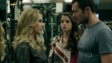 Igor não perdoa Pia - Giovanna insiste para que a mãe se aproxime de Carolina