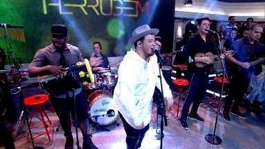 Ferrugem abre Encontro com samba - Cantor coloca a plateia para dançar