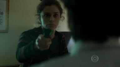 Larissa destrói apartamento após ser rejeitada - A modelo arma barraco com cliente e exige pagamento
