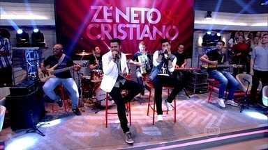 Zé Neto e Cristiano abrem o Encontro com música - Dupla canta 'Bobo fui eu'