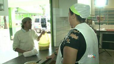 Professores se mobilizam para oferecer sopa à comunidade - O alimento foi entregue às pessoas atingidas pela chuva.