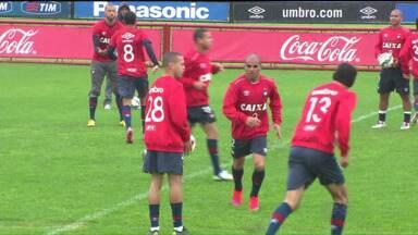 Mendes define substituto de Marcos Guilherme para o jogo contra o Figueirense - O meio campista do Furacão foi expulso na última partida contra o Joinville e não joga contra o Figueira na próxima rodada