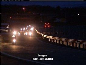 Rodovias do interior do Rio registram movimento intenso na volta do feriado - Operações foram montadas nas vias.