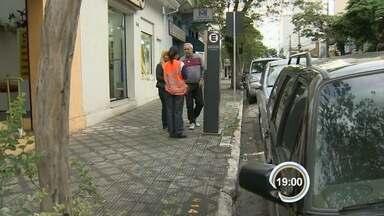 Uma semana após implantação, Zona Azul ainda gera dúvidas em Taubaté - Quem mora na região central quer que estacionamento rotativo seja gratuito.
