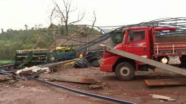 Temporal provoca estragos em quase todo o Paraná - A região de Foz do Iguaçu foi a mais atingida.