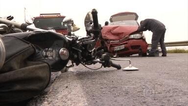 Minas Gerais tem feriado violento nas estradas do estado - Praticamente uma pessoa morreu a cada uma hora e meia nas rodovias estaduais e federais que cortam Minas.
