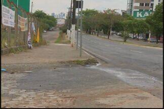 Publicidade irregular em ruas e caixas de correio irrita moradores em Divinópolis - Quantidade de folhetos incomoda. Prefeitura diz que anunciante precisa ser cadastrado.