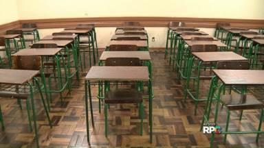 Secretaria estadual fecha turmas no meio do ano letivo - Alunos de escolas estaduais estão sendo remanejados e salas de aula desativadas.
