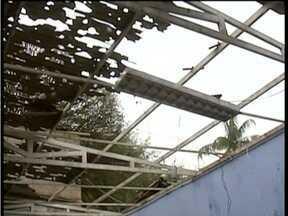 Chuva de granizo danifica vários imóveis em Divinolândia de Minas - Moradores perderam móveis, eletrodomésticos e vários pertences pessoais.
