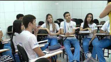 Estudantes se preparam e intensificam estudos com aproximação do Enem - Estudantes se preparam e intensificam estudos com aproximação do Enem