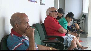Pesquisa do Serasa revela que grande parte dos devedores são idosos - Quase sete milhões de idosos estão com o nome sujo. O economista Nelson Rosas fala sobre como enfrentar o endividamento.