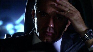 Ramiro decide ir ao hospital ver o estado de saúde de Raul - Melissa percebe que Ramiro não está mais na festa