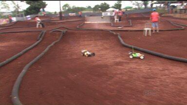 Campeonato Brasileiro de automodelismo muda cenário bucólico da lavoura - Parece brincadeira de criança, mas competição é levada muito a sério pelos pilotos