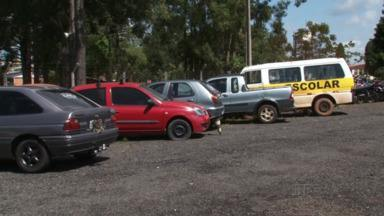 Carros apreendidos lotam os pátios da polícia militar, rodoviária e do Detran - Alguns chegam a ficar parados por cinco anos. Veja na reportagem.