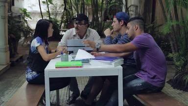 Tá no Quadro: jornal feito por alunos muda a realidade da vila local - Estudantes de uma escola na Vila de Abraão, em Ilha Grande, escreveram para o jornal denunciando o mau estado do píer da vila.