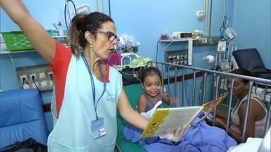 Contadores de histórias alegram a vida de pequenos pacientes em hospitais - Enfermeira conta como a espera por atendimento é amenizada pela leitura. E as biciclotecas, as bicicletas literárias que distribuem cultura pelas ruas de SP.