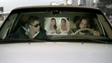 Jorge e Armane roubam limusine de Fátima e Sueli - Eles não deixam a dupla ir para o casamento