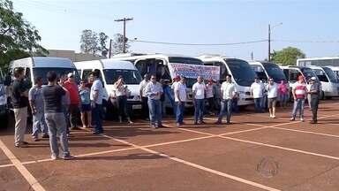 Motoristas de van fazem protesto - Segundo eles, novas regras da ANTT vai impactar na renda deles