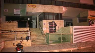 Parte de estrutura de prédio desaba no bairro Treze de Maio, em João Pessoa - Os moradores ficaram assustados com a situação, mas não houve feridos.