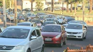 Fios de cobre são furtados pela terceira vez de semáforos em Ribeirão Preto, SP - Três homens foram presos suspeitos do crime próximo ao Parque Maurílio Biagi. Motoristas enfrentaram trânsito lento pela manhã na região.