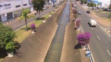 Moradores reclamam da eficiência das obras antienchente em Franca, SP - Segundo eles, quando chega a época de chuvas, a água dos córregos dos Bagres, Espraiado e Cubatão transborda. Ao todo, R$ 7 milhões foram gastos no trabalho.