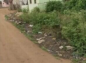 População de bairro de Garanhuns cobra serviços básicos - Moradores do Bairro Cohab 3 reivindicam saneamento, iluminação e medicamentos no posto de saúde.