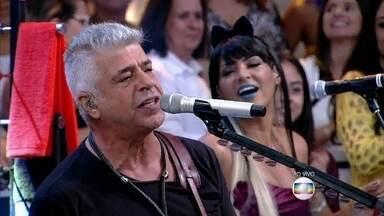 Lair Rennó canta 'O Sócio do Amor' ao lado de Lulu Santos - Cantor presenteia Fátima com CDs do início de sua carreira