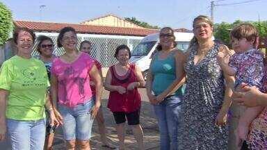Mulheres criam grupo para tirar lixo das ruas em bairro de Campo Grande - Capital está sem coleta de lixo há pouco mais de uma semana.