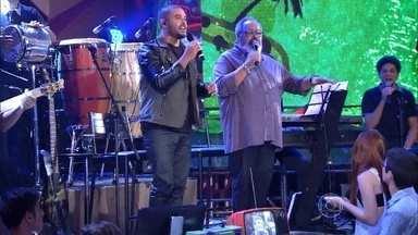 Diogo Nogueira e Jorge Aragão cantam juntos no 'Altas Horas' - Cantores se apresentam com a música 'Vou festejar'
