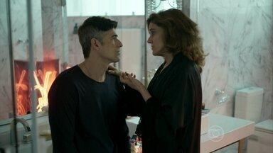Fanny avisa a Anthony que reservou uma vaga para Fábia na casa de repouso - Modelo fica apreensivo com a ideia de internar sua mãe