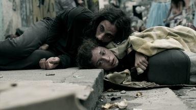Larissa cai na real sobre seu estado deplorável - Loira faz desabafo com Roy e teme não voltar a modelar