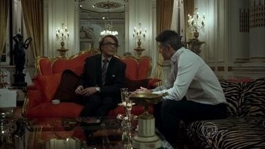 Maurice exige que Anthony afaste Fanny de seu desfile - Modelo desconversa quando empresária pergunta sobre planos do estilista