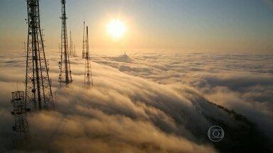 Forte névoa suspende pousos no Santos Dumont - O denso nevoeiro atrapalha a visibilidade na região do Aeroporto Santos Dumont.
