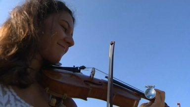 """Maestro Carlos Prazeres fala sobre os novos projetos da Orquestra Sinfônica da Bahia - Veja também uma versão da Osba da trilha sonora do filme """"Missão Impossível""""."""