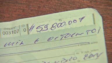 Cheque assinado por deputado estadual é encontrado jogado no lixo - Cheque assinado por deputado estadual é encontrado jogado no lixo