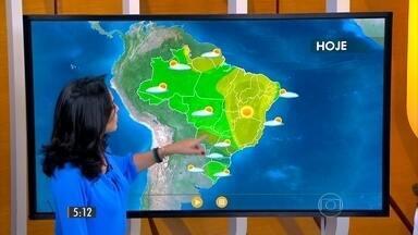 Confira como fica o tempo nesta sexta-feira (25) em todo o Brasil - Tem alerta de temporais no norte gaúcho, Santa Catarina e sul do Paraná e previsão de chuva na capital paulista no fim da tarde.