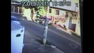 'Atiraram, mas a bala mascou', diz mulher que teve carro roubado no ES - Assalto aconteceu em Cachoeiro de Itapemirim, no Sul do estado.