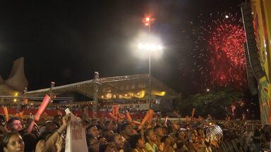 Ivete Sangalo comanda festa da virada de ano em Salvador; nomes de peso estão na lista - Festa vai durar cinco dias e será realizada na praça Cairu, pelo terceiro ano consecutivo.