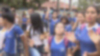 Calor intenso motiva protesto de estudantes, em Porto Velho - Na tarde de quinta-feira (24), estudantes protestaram contra a falta de climatização em uma escola da capital.