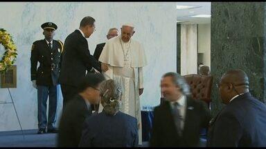 Veja no JH: Papa Francisco discursa na ONU - O pontífice foi recebido calorosamente na sede das Nações Unidas, em Nova York. A caminho dos Estados Unidos, saíram chamas do helicóptero da presidente Dilma Rousseff. Termina greve do INSS na maior parte do país.