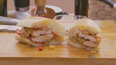 No 'Prato Feito', Kassab ensina sanduíche de frango com abacaxi - Nesta sexta-feira (25) Kassab ensina uma receita de sanduíche de frango com abacaxi.