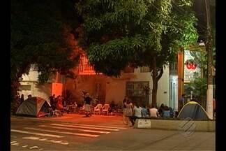 Fãs enfrentam fila e ansiedade para garantir ingressos para show do A-ha no Pará - Troca de ingressos vai até às 15h desta sexta-feira (25), em Belém. Banda se apresenta dia em Paragominas e Barcarena em outubro.