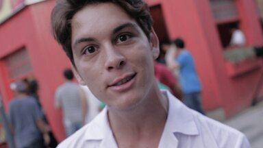 2/10 - João Vithor fala da estreia da série exclusiva 'Os Desatinados' - Trama vai mostrar, durante os sábados de outubro, como João conheceu Ciça e formou a banda.