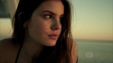 Capítulo de 25/09/2015 - Carolina toma decisão extrema. Angel arma emboscada para Alex e se casa com Guilherme