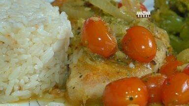 Chef ensina receita de pirarucu com tomate gourmet - Fruto tem valor de mercado um pouco acima dos tomates comuns.