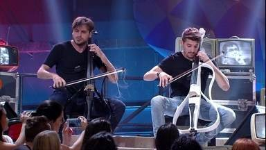 2Cellos se apresenta no 'Altas Horas' - Dupla mostra o seu talento com a música 'Smooth criminal'