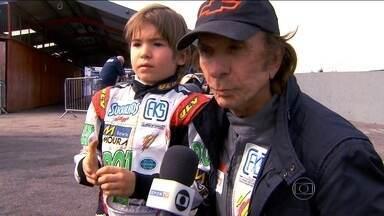 Com 8 anos, filho de Emerson Fittipaldi estreia em campeonato que revelou Hamilton - Emo Fittipaldi estreiou na Kars Stars, na Inglaterra